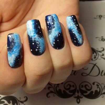 Млечный путь на длинных ногтях