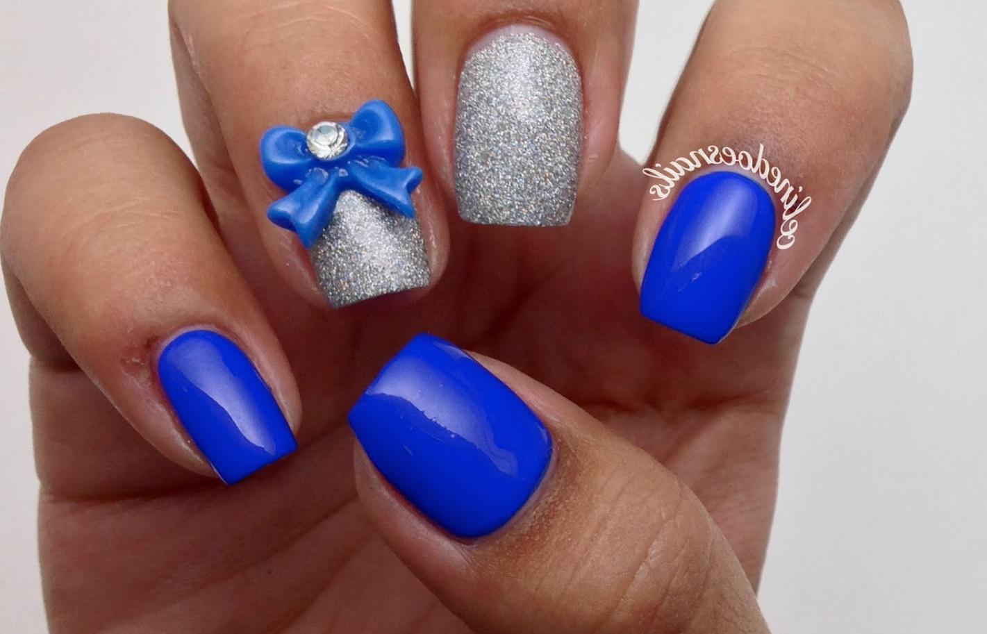 Синий маникюр с лепкой и блестками