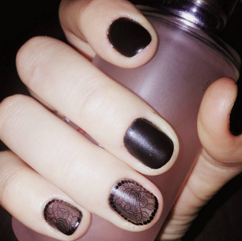 Полупрозрачный стемпинг для черных ногтей