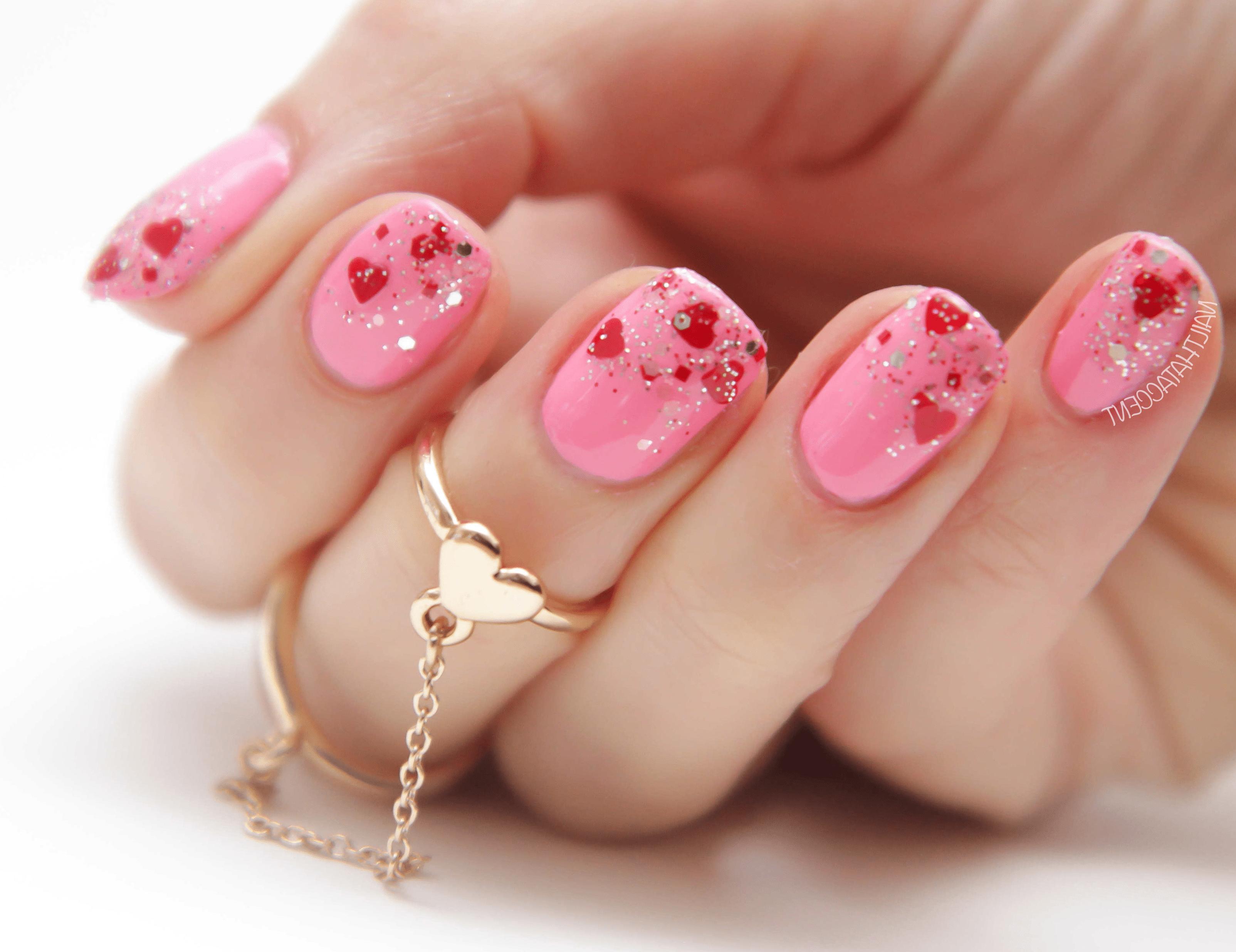 Нежный розовый маникюр на день Влюбленных