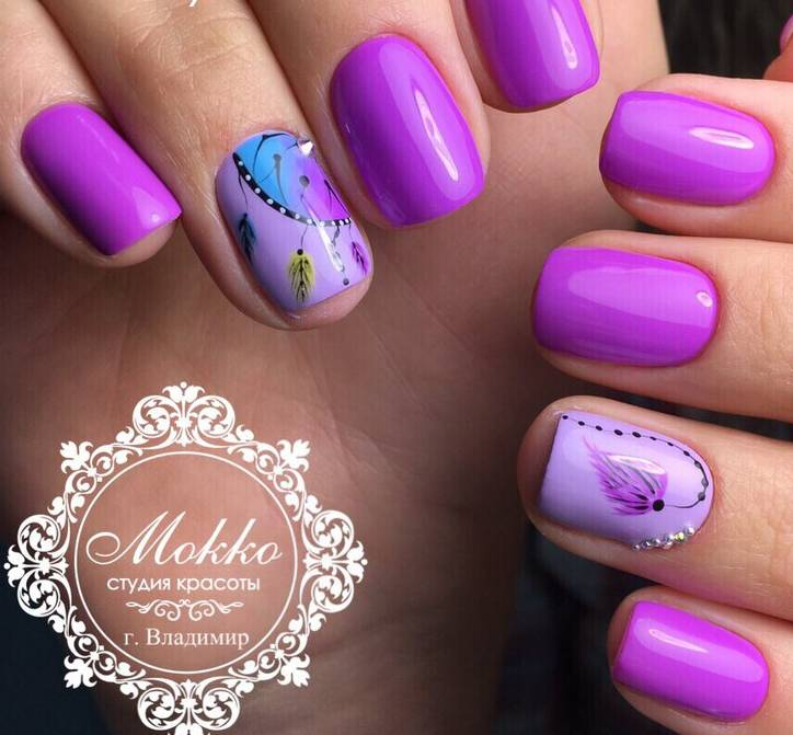 Красивый фиолетовый маникюр