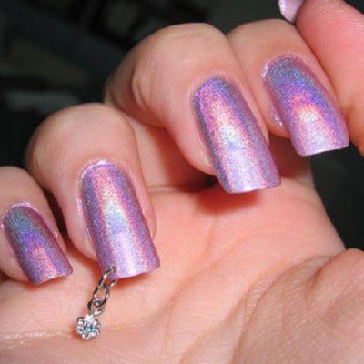 Блеск и пирсинг на длинных ногтях