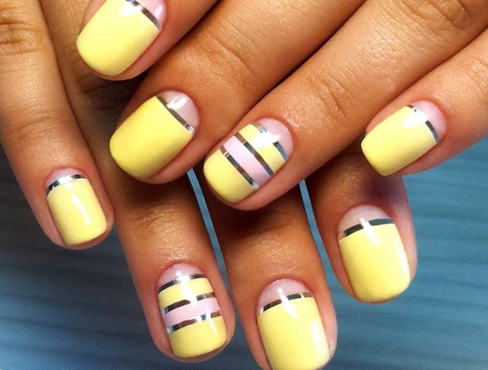 Летний желтый маникюр с фольгой