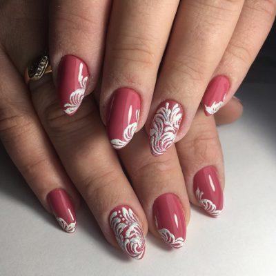 Бархатные узоры на весеннем розовом лаке