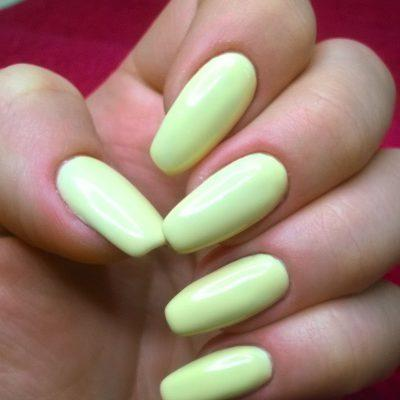 Лимонный маникюр на длинные ногти
