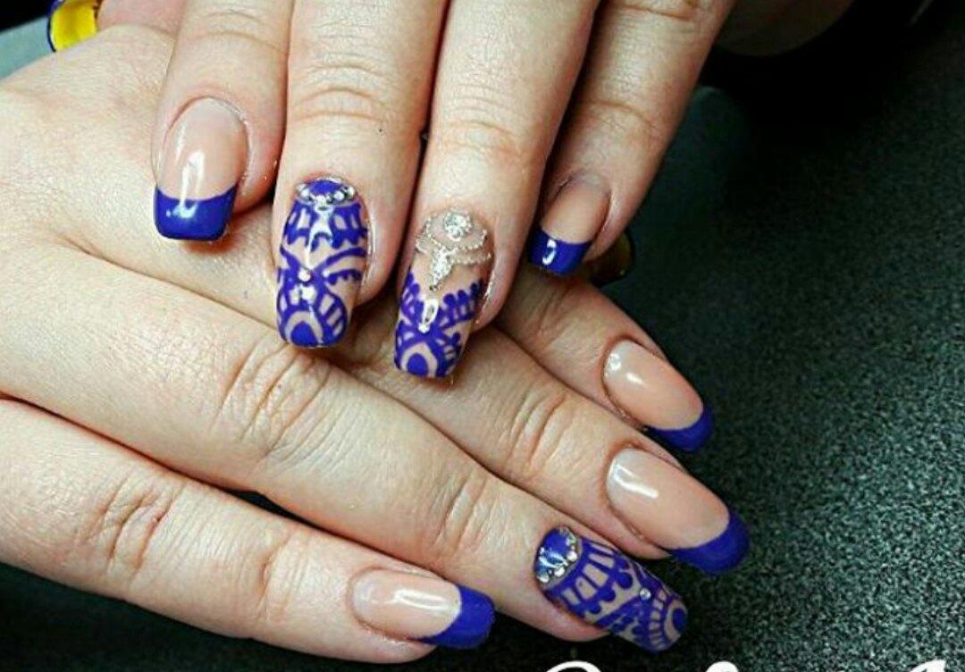 Синий френч и роспись для длинных ногтей