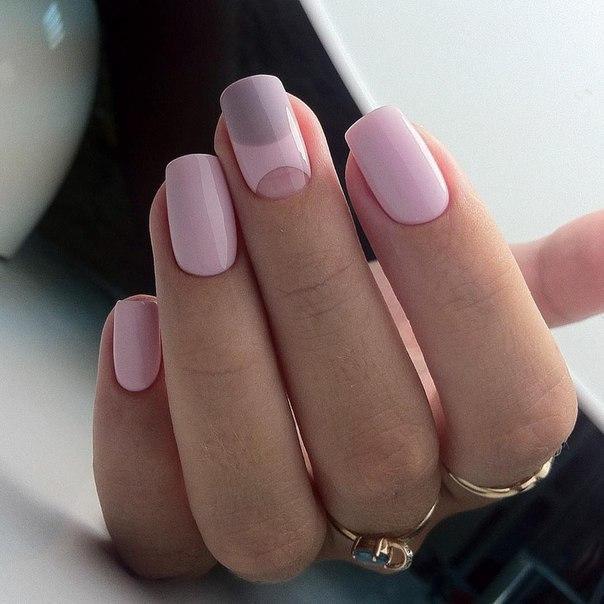 Розовый маникюр с серым