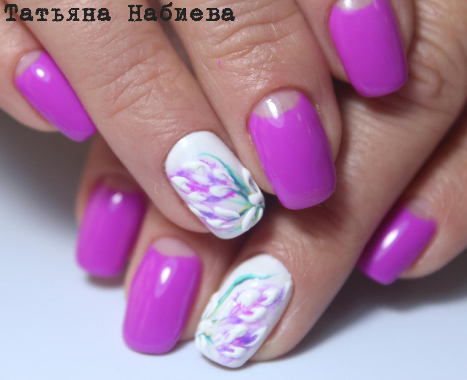 Фиолетовый маникюр с объемными цветами