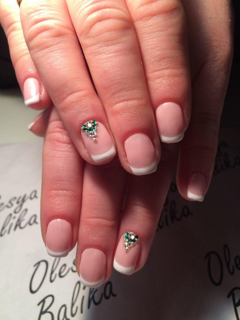 Фото френч на ногтях с украшениями