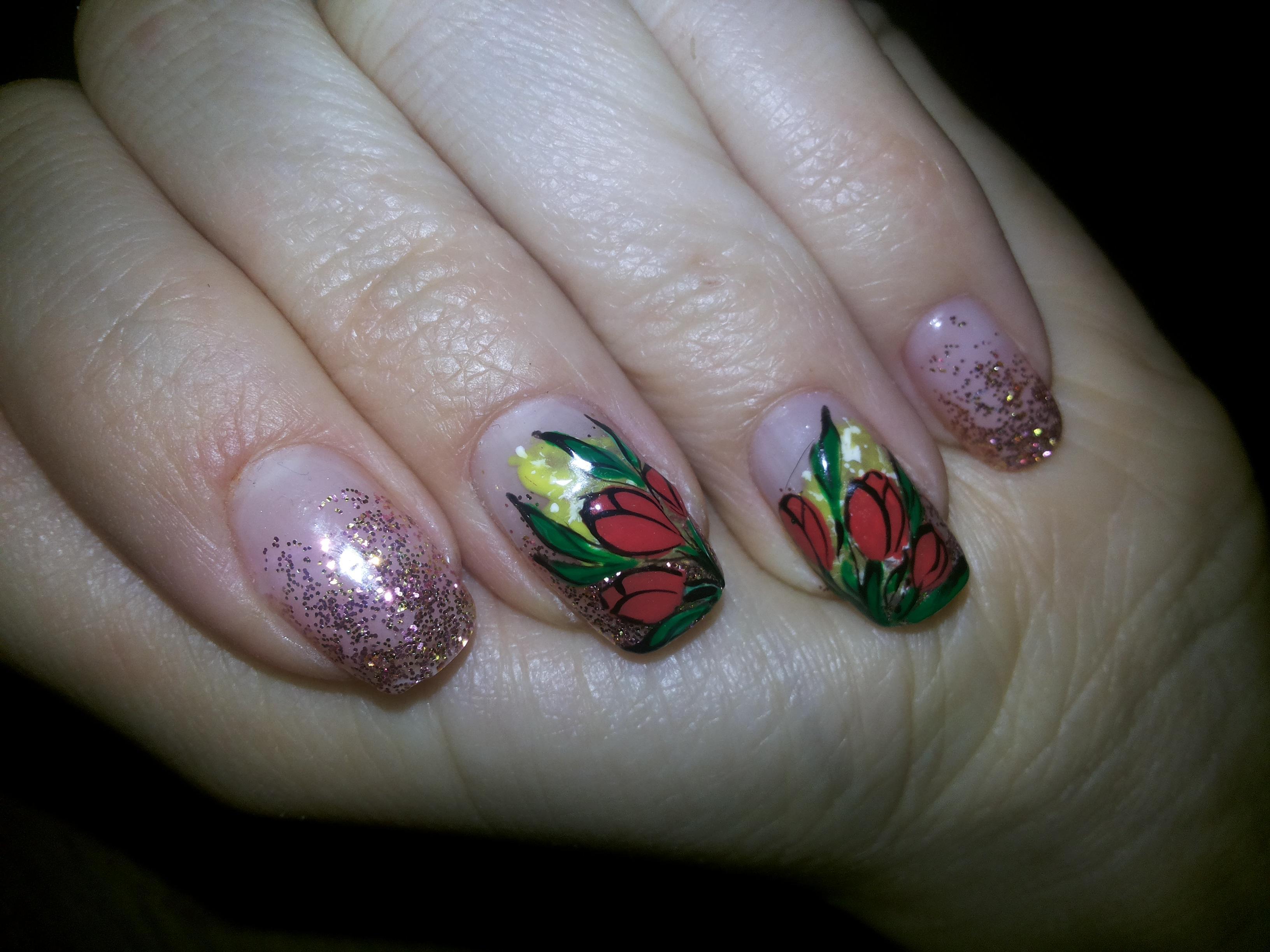 Слайдер-тюльпаны в маникюре к 8 Марта