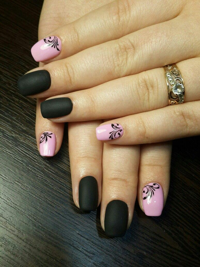 Матовый чёрный лак с нежно-розовым