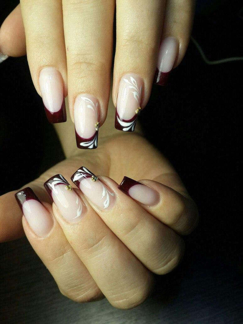 Длинные наращенные ногти с бордовым френчем