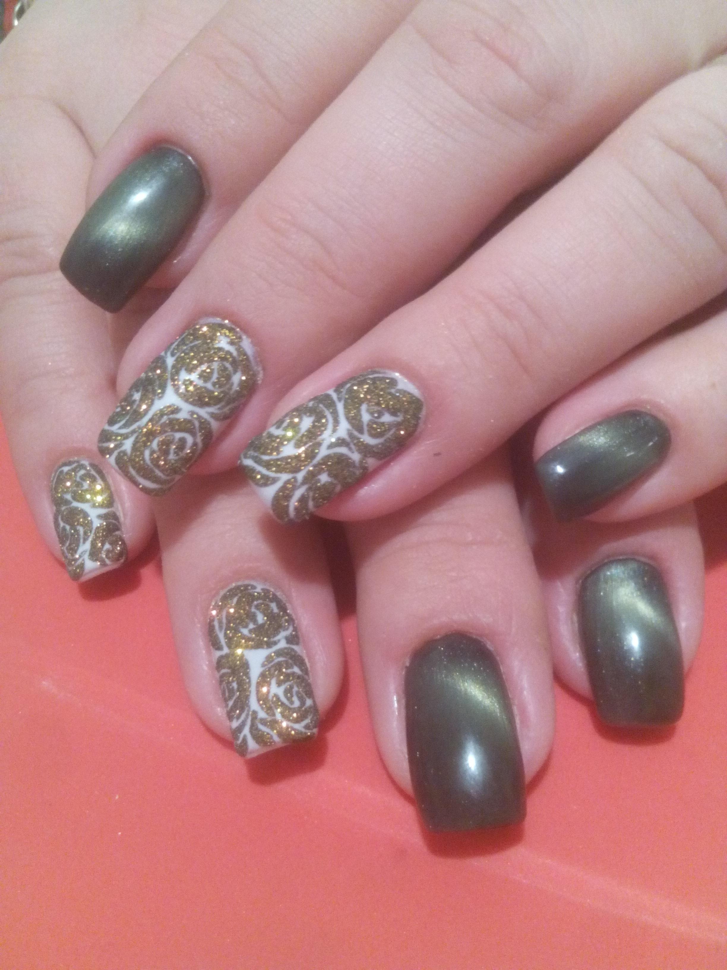Красивые узоры блестками на ногтях фото