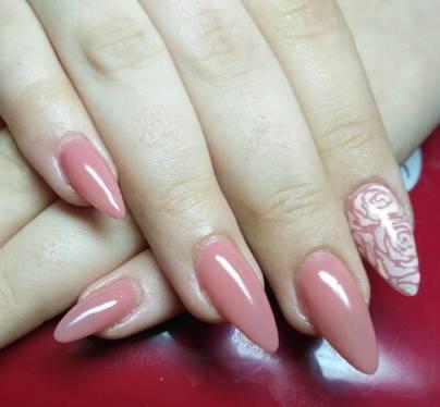 Стемпинг с розами для длинных ногтей