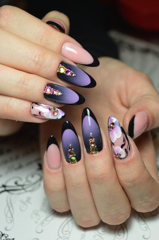 Маникюр на длинные ногти с полутонами и цветами