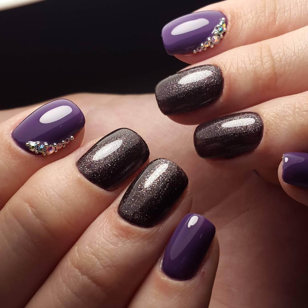 Насыщенный маникюр с черным и фиолетовым