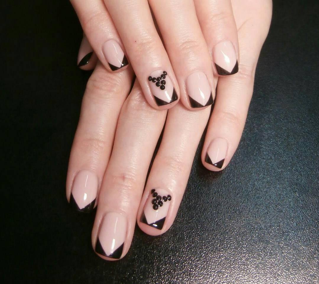 Черный угловой френч для стильных ногтей