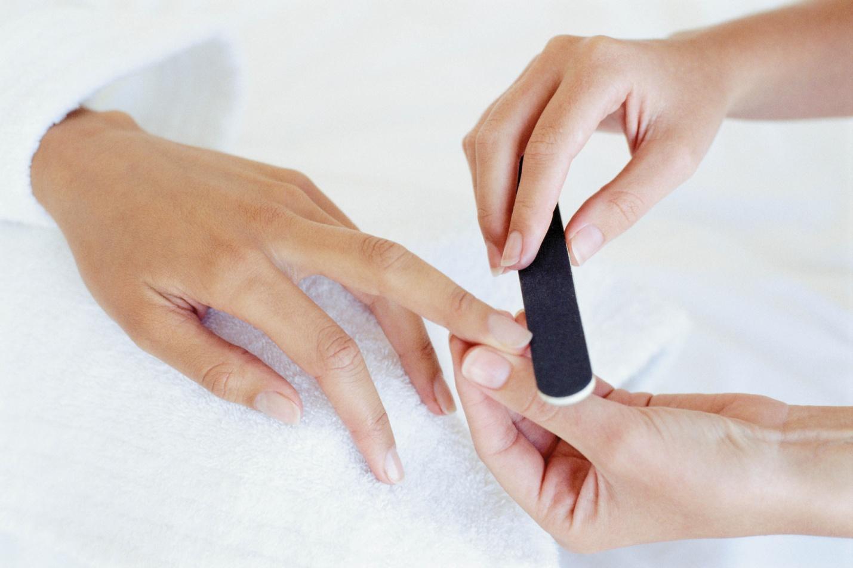 Правильный обрезной маникюр в домашних условиях