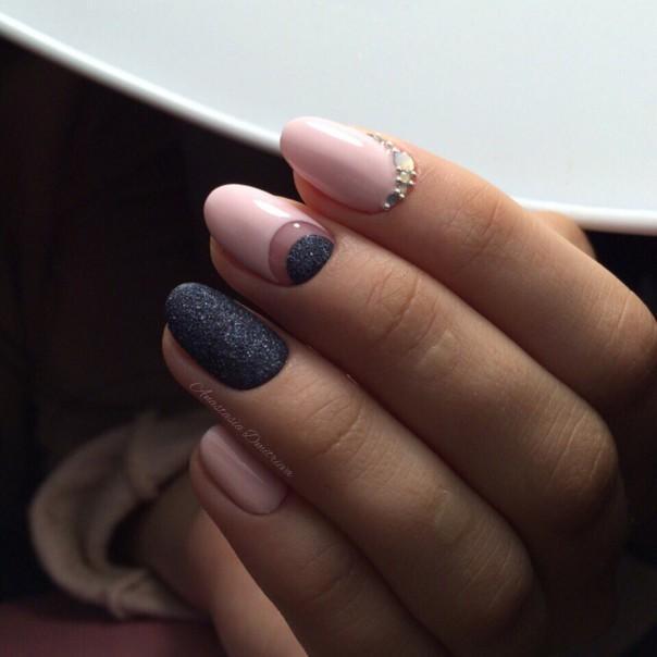 Черный маникюр на короткие ногти – шикарный вариант для любого настроения
