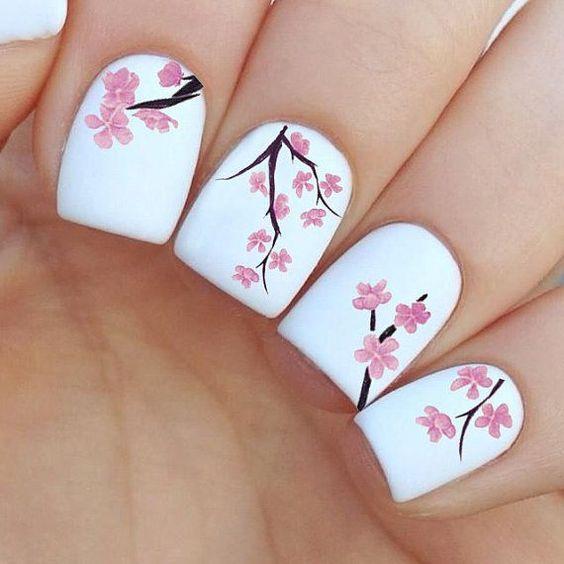 Рисунки на белых ногтях – яркость и красота обеспечены