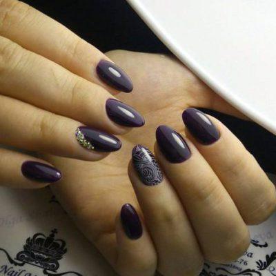Темный фиолетовый маникюр на длинные ногти