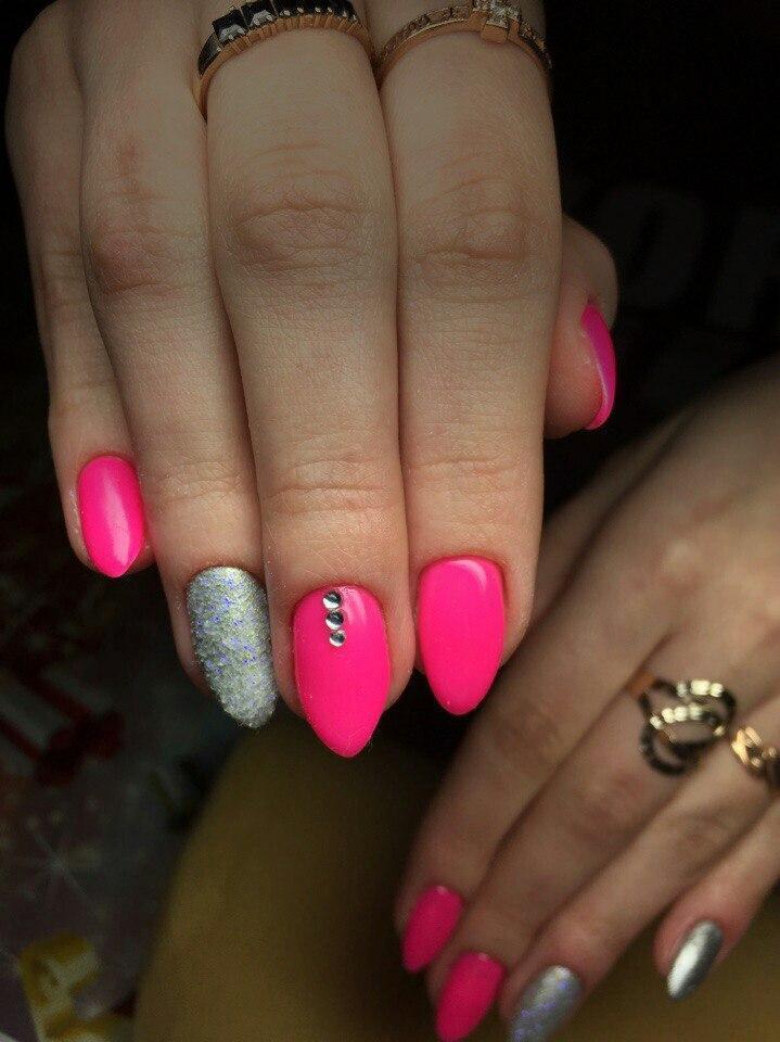 Фото маникюр розовый с серебром фото