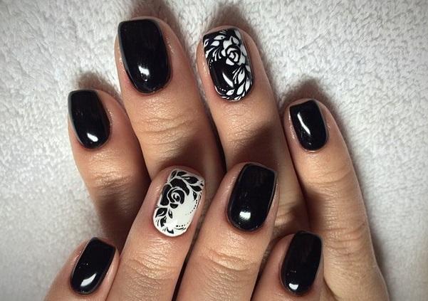 Мечтаете выглядеть стильно? Решение – черный маникюр с цветами!