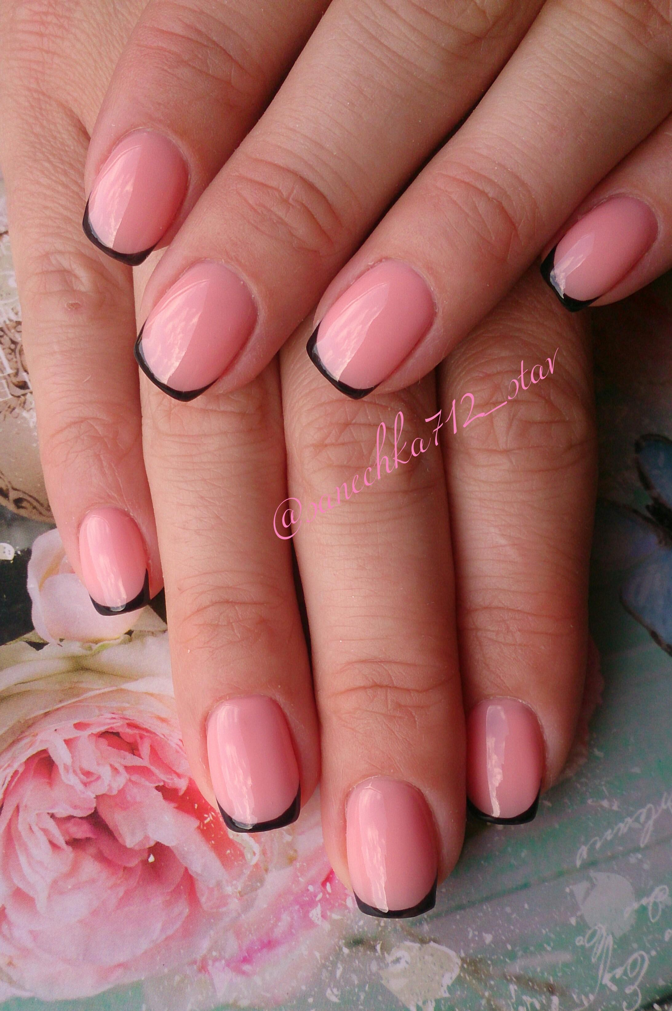 Фото маникюра френч розовый с черным