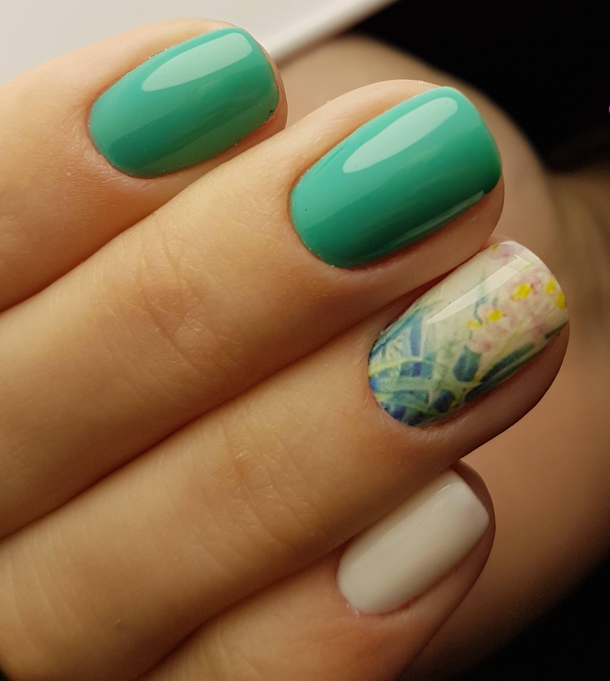 Зеленый весенний маникюр со слайдером
