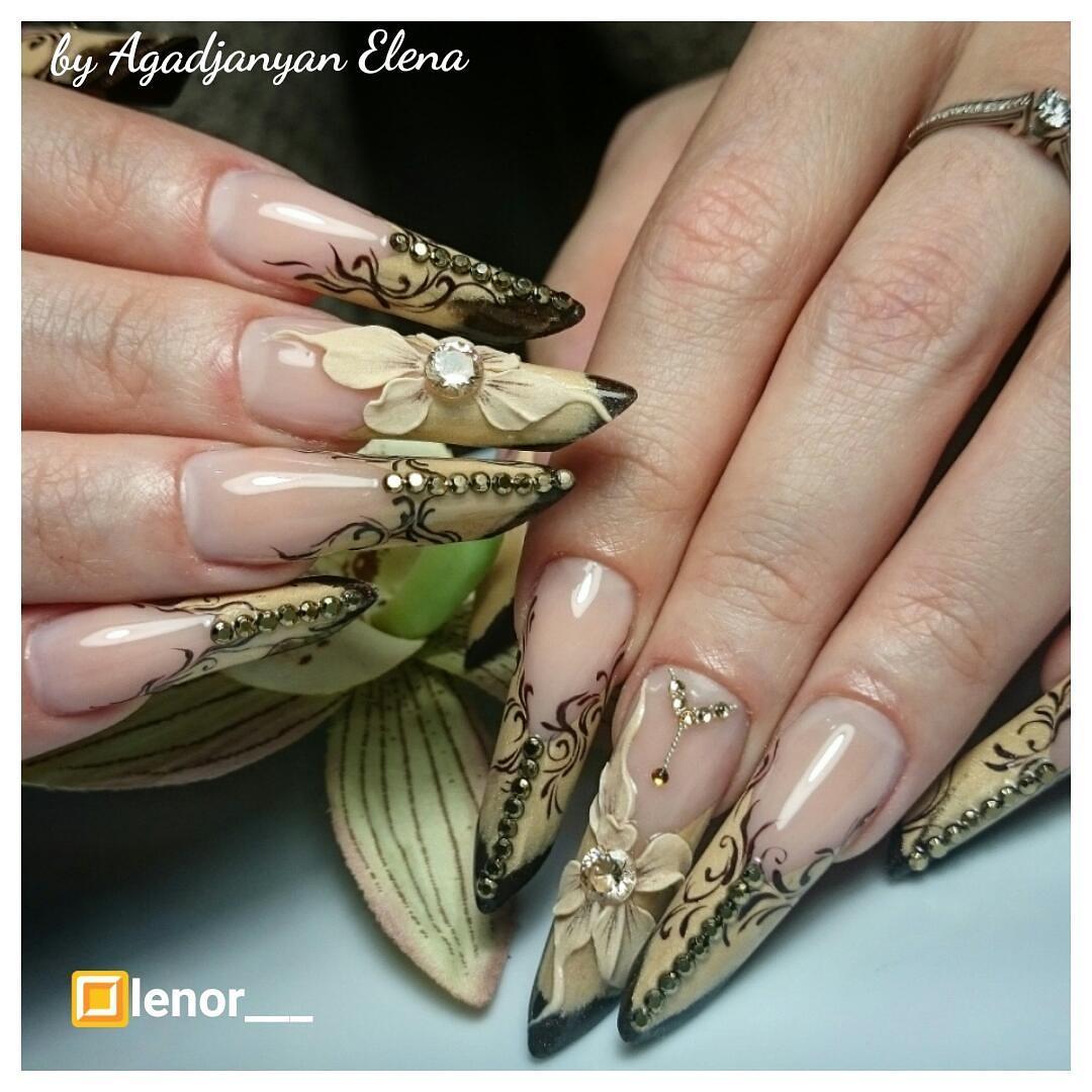 Наращенные ногти с лепкой и росписью