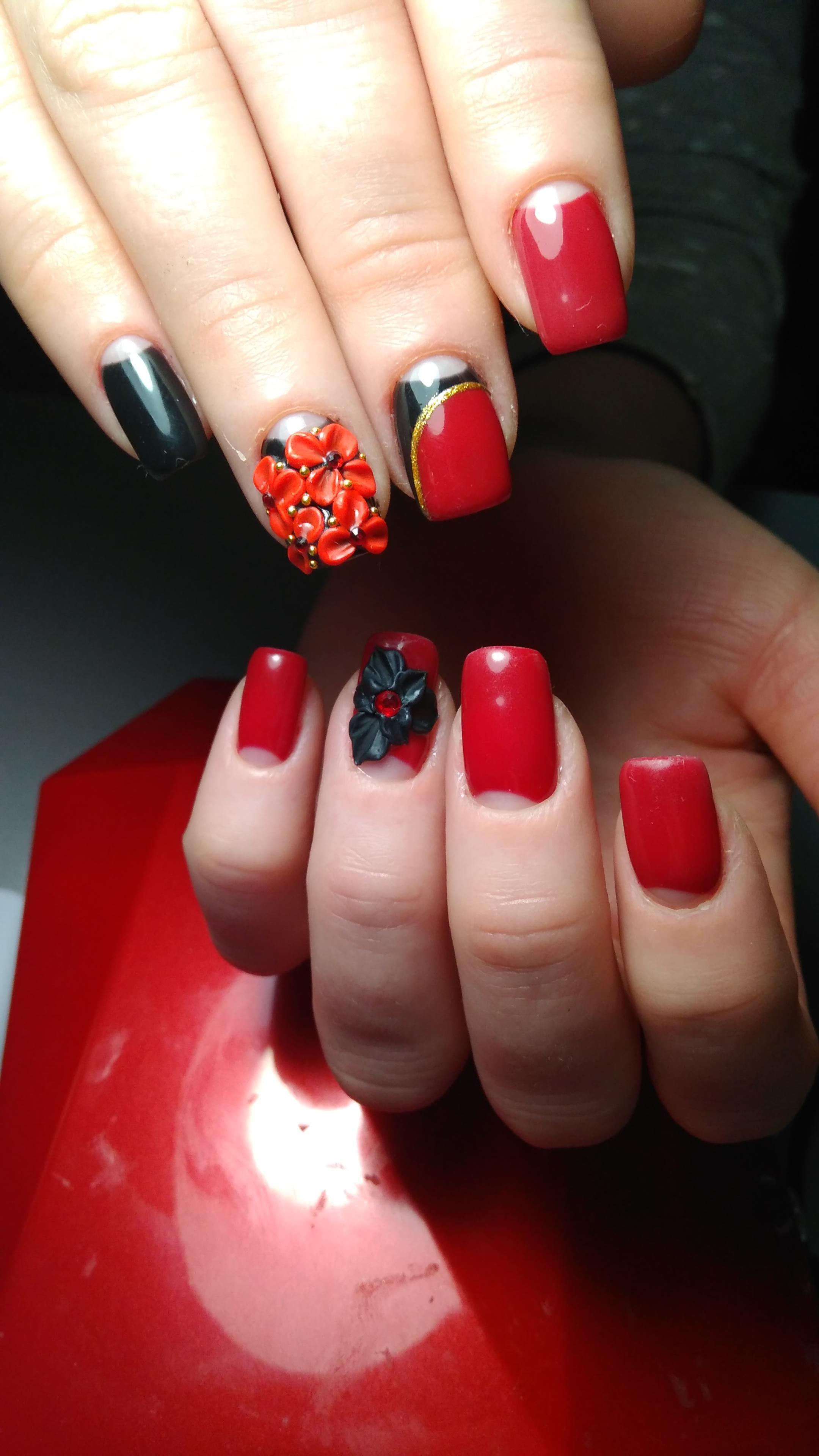 Красный с черным дизайн ногтей