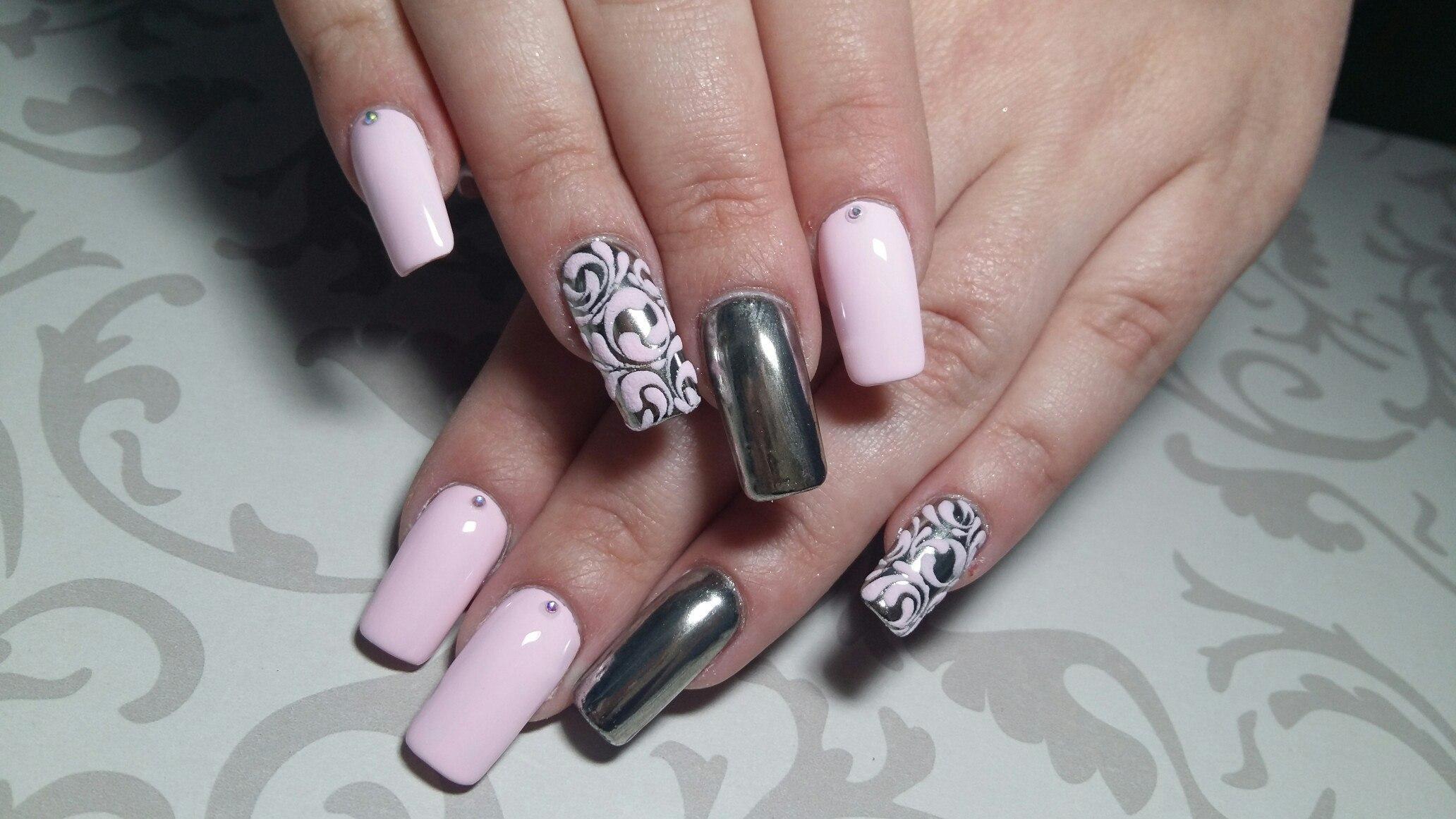 Втирка и роспись на наращенных ногтях