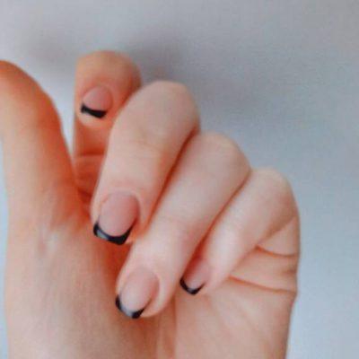 Просто черный френч на ногтях