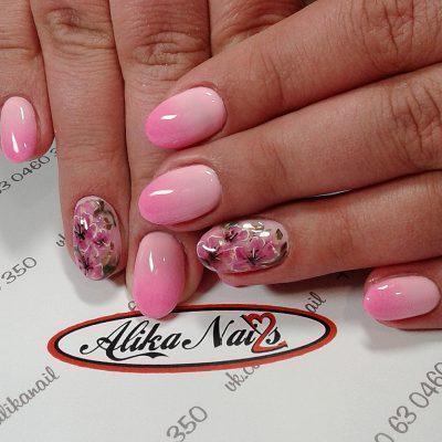 Весенние наклейки в розовом маникюре