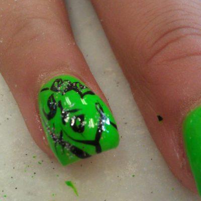Зеленый баббл-маникюр