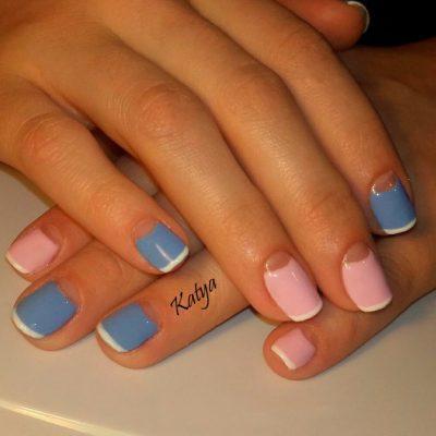 Классическое сочетание розового с голубым в летнем маникюре