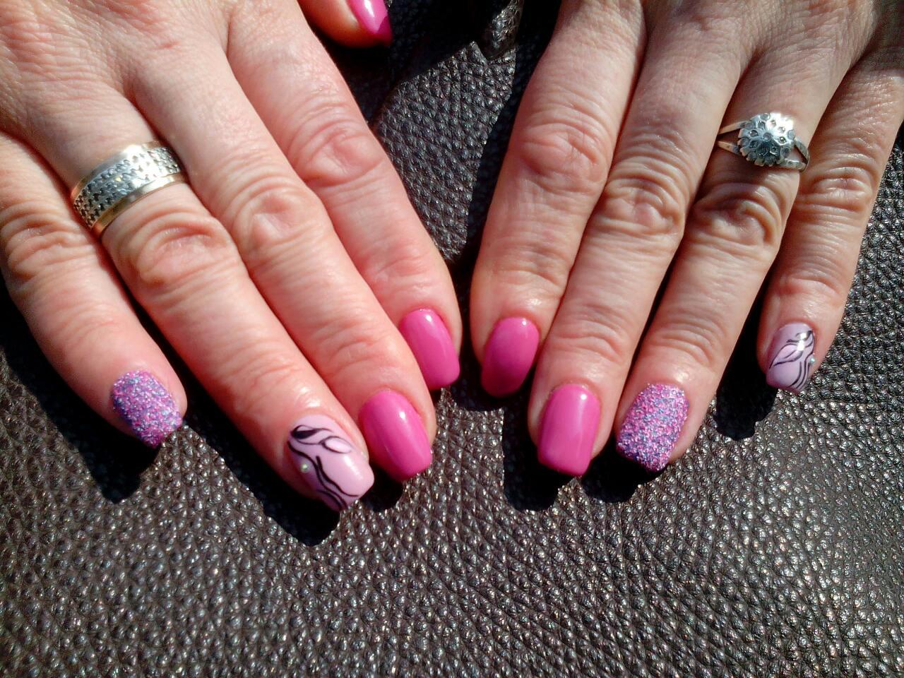 Весенние ноготки в розовом цвете