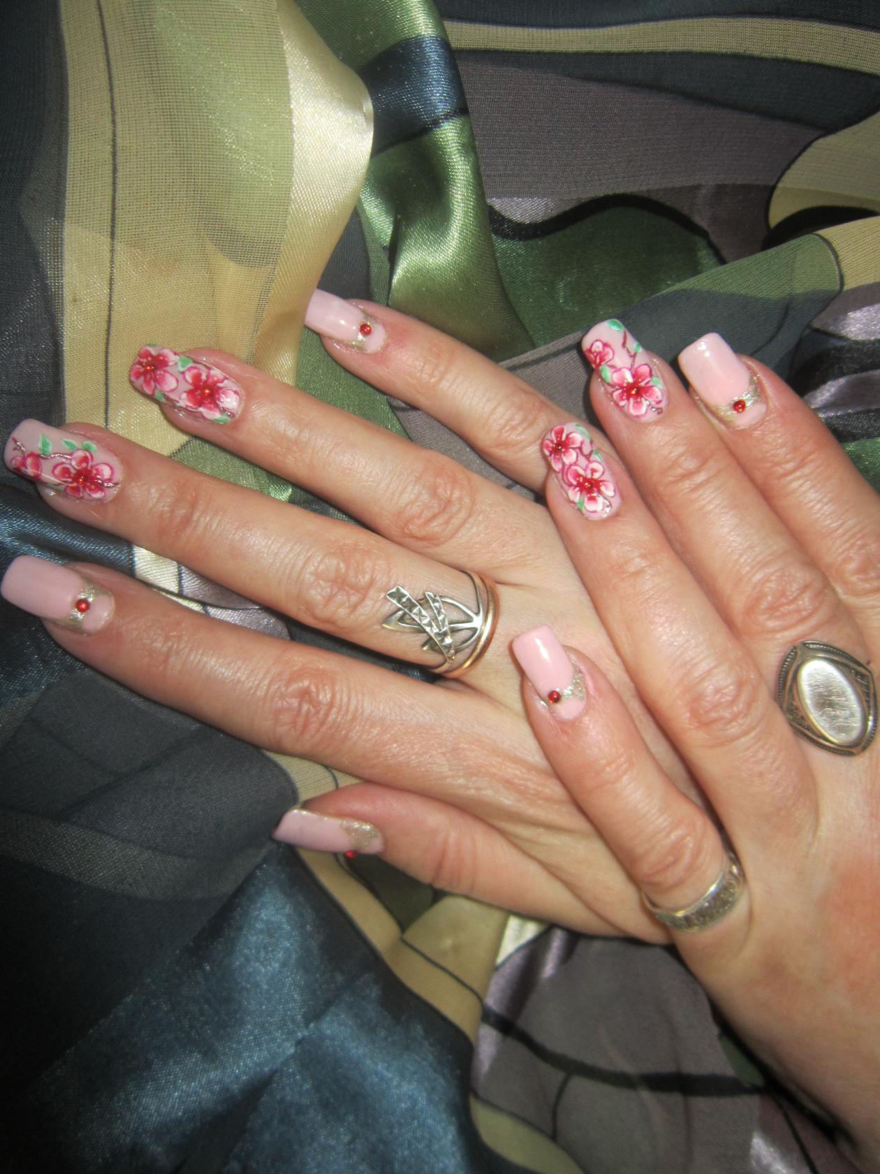 Розовый маникюр со слайдером