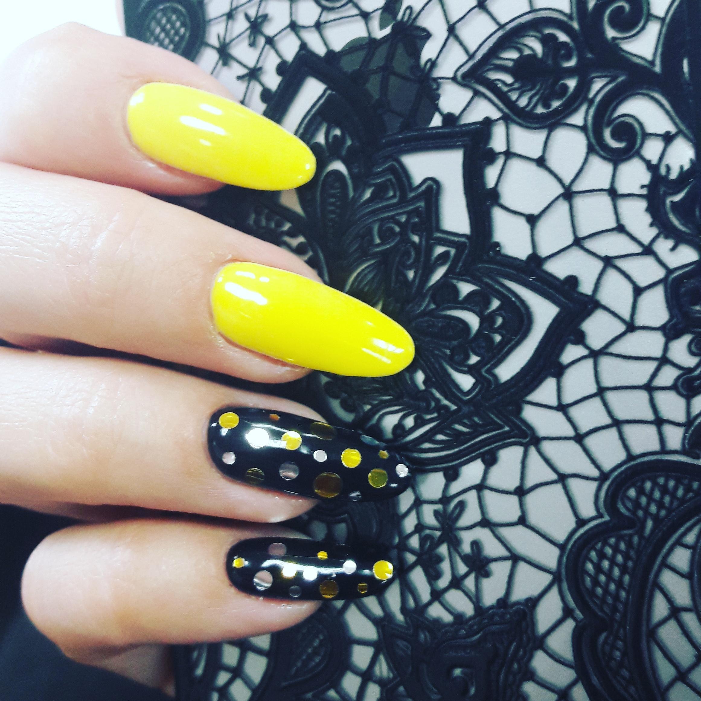 Ногти с желтым оттенком фото
