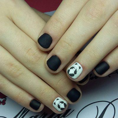 Милые панды в черно-белом маникюре