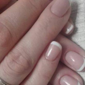 Простой френч для средних ногтей