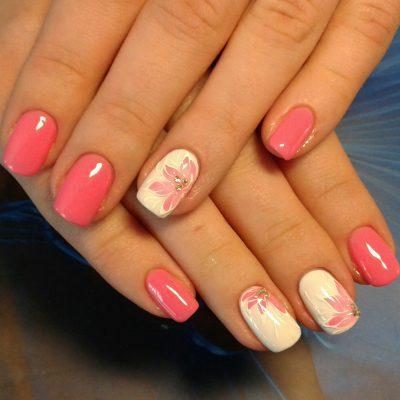 Слайдер-цветы в летнем розовом маникюре