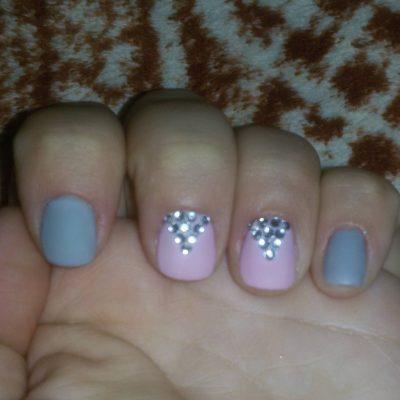 Маникюр в нейтральных цветах на короткие ногти