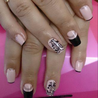 Черный и розовый на длинных ногтях