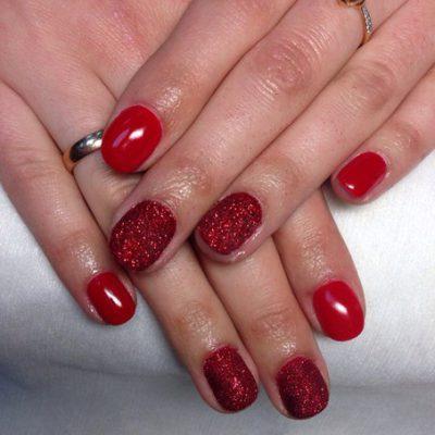Яркая красота на ногтях