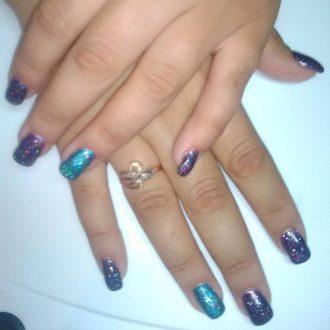 Блестящие ногти для праздничного настроения