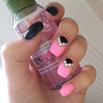 Черный лунный френч для розового маникюра