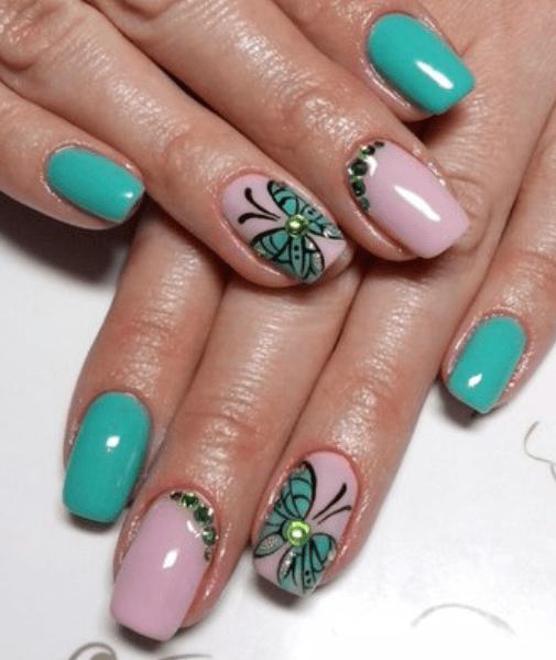 Бирюзовые бабочки в летнем маникюре