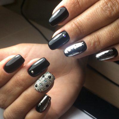 Литьё и бульонки на ногтях