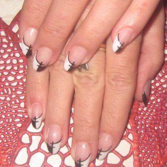 Асимметричный френч для длинных ногтей